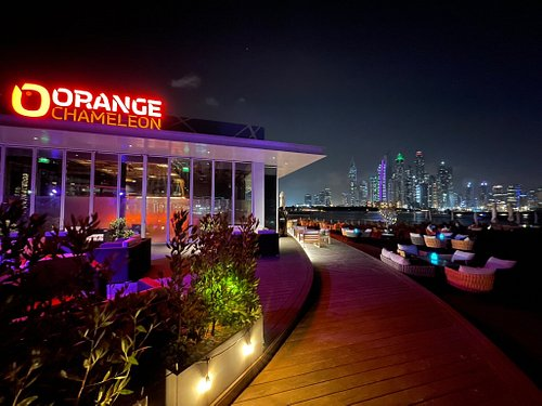A beautiful walk across Golden Mile and Palm buildings, with amazing views of Dubai JBR skylines. Choice of few bars/restaurants with seating arrangements close to the beach. Lovely place for an evening out.