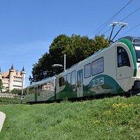 Train Bière - Apples - Morges, anciennement BAM, désormais MBC. Trajet à travers champs et vignes en passant par le château de Vufflens.