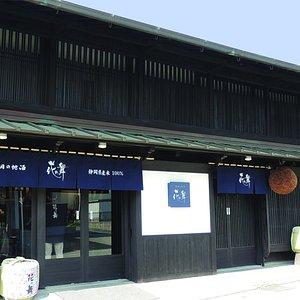 本店外観 / The Exterior of Hananomai Brewing