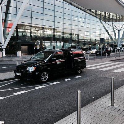 Transfer z lotniska w Gdańsku autem typu van .