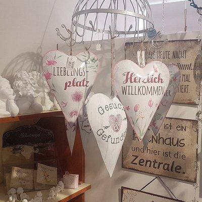 Auch verschiedene Eyecatcher für Haus und Garten erhalten sie in der Schokoria Elisabeth in Leoben.