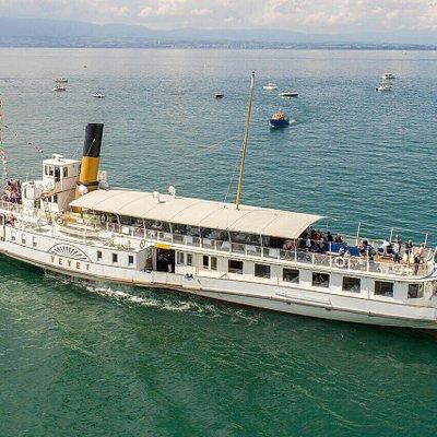 """Bateau de la CGN """"Vevey"""", premier bateau avec roues à aubes à propulsion diesel-électrique entièrement et superbement rénové en 2013."""