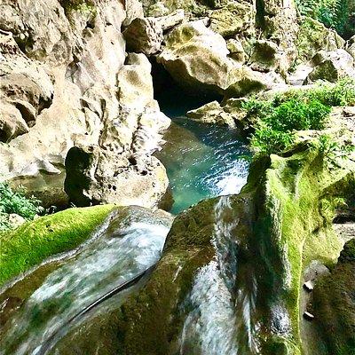 Mo Ga Stream v jeskyni Phuong Hoang