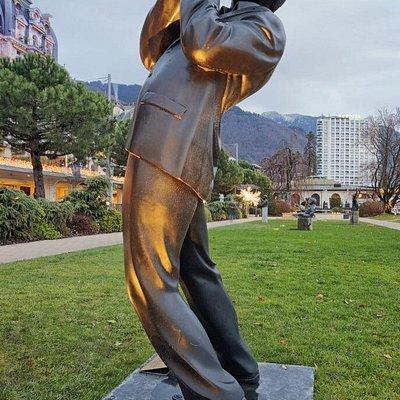 La statue de Claude Nobs, fondateur du Montreux Jazz Festival (Parc du Fairmont Montreux-Palace)