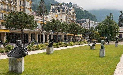 Allée des sculptures de musiciens de jazz au Parc Fairmont du Montreux-Palace