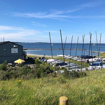 Catamaranclub Den Osse vanaf de dijk