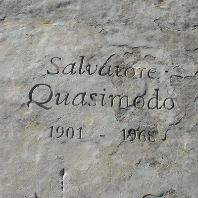 Monumento a Salvatore Quasimodo (particolare)