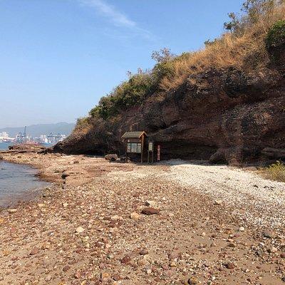 The Ap Chau Geosite - approaching the sea arch