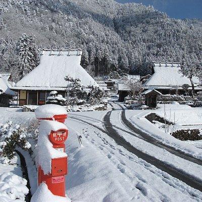 かやぶきの里の雪景色