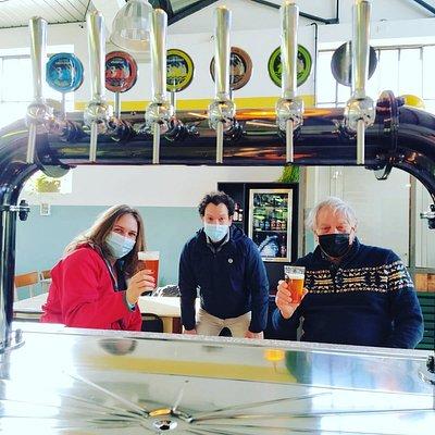 I primi clienti del Naon beer pub