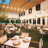 Restaurante Jardín de los Golfines (Cáceres) contamos con una amplia terraza climatizada