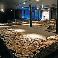 Mithraeum, seul sanctuaire de Mithra, dieu solaire d'origine iranienne, ouvert au public sur sol suisse (se renseigner auprès de la Fondation Pierre Gianadda pour la visite) . Découverte en 1993 à l'occasion de la construction d'un immeuble.