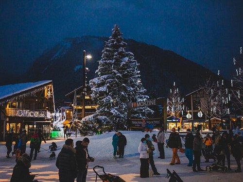 Place du Baraty en hiver, Office de Tourisme