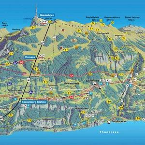 Plan de situation du Niederhorn avec informations sur accès via le funiculaire et le téléphérique.
