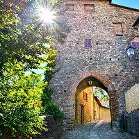 Torre medievale della seconda cinta muraria per l'accesso al Castello di Savignano sul Panaro