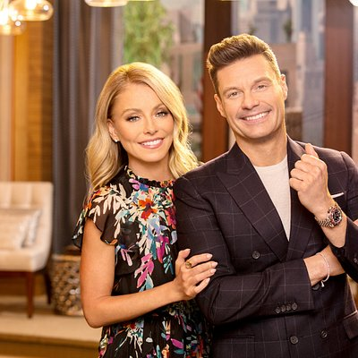 """Kelly Ripa and Ryan Seacrest on the set of """"Live with Kelly and Ryan."""""""