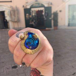 Uno degli articoli artigianali di Piano B: Anello con Azzurrite a conchiglia in ottone galvanizzato