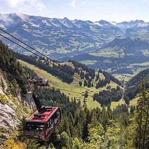 Stockhornbahn conduisant au sommet du Stockhorn à 2190 mètres d'altitude.