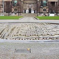 Берлин. Фонтан в парке Люстгартен, декабря 2020 года