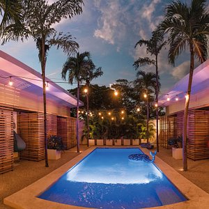By night, pool is so romantic...