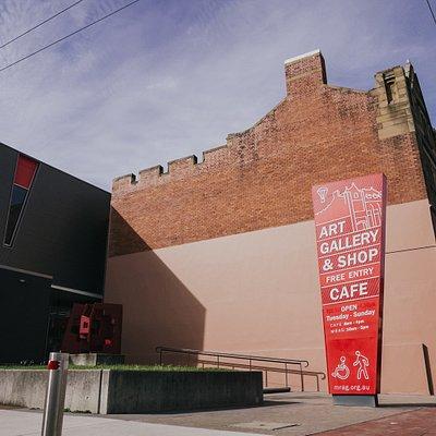 Maitland Regional Art Gallery (front entry) 230 High Street, Maitland, NSW.  Image: Newy Digital.
