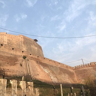 This is the rear view of Bala Hisar Fort, from the old city of Peshawar side.  I have other forts here as wellhttps://www.how2havefun.com/travel/forts-in-pakistan/