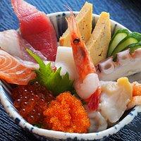 お昼のランチ「海鮮丼」汁物付き