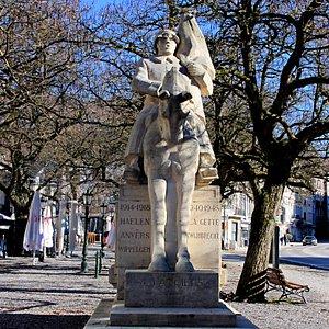 Le monument du 4° régiment de lanciers