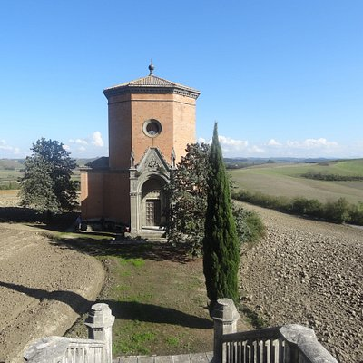 The Pieri Nerli chapel in Quinciano, a remarkable example of mid-19th century. neo-Gothic style.