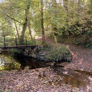 Les Jardins de Beauregard. Vue 3. Egalement, La Randonnée, Passe par Un Chemin de Terre menant vers Le Hameau La Loge, et de La Vallée de la Couarde. Le Magny 36400.
