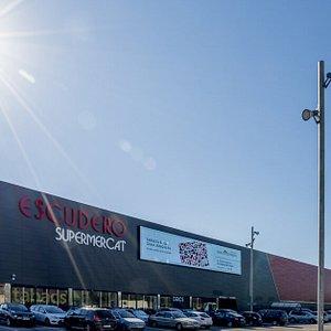 Foto desde el exterior del centro comercial Gran Jonquera Outlet & Shopping