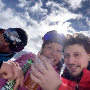 Hero kayak okulunu , sahiplerini ve hocalarını tebrik ediyoruz ,profesyonel yaklaşımları ve titiz hizmetlerinden dolayı teşekkür ediyoruz ! Kayağı ve Boroveci bize sevdirdiler !