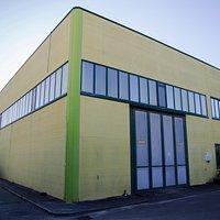 Il 12 novembre 2000 è stata inaugurata la nuova sede, si estende su una superficie coperta di circa 1000 metri quadri, di cui: • 500 mq dove è insiste la linea di estrazione; • 300 mq per la zona di imbottigliamento; • 200 mq zona uffici