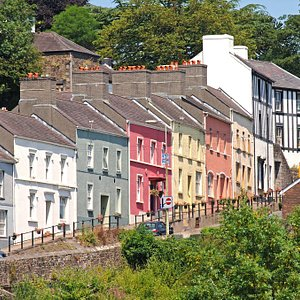 Llandeilo and DInefwr Park walk - A scenic walk through town and country. Highlights include St. Teilo's church, Dinefwr castle and Newton House. In May, enjoy the spectacle of Castle Woods in a carpet of Bluebells.