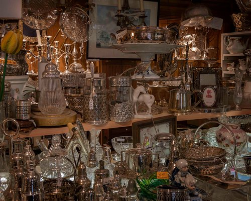Gastronomie Nostalgie - Amsterdam  Visit the shop to browse throught the myriad Antique and Vintage items.