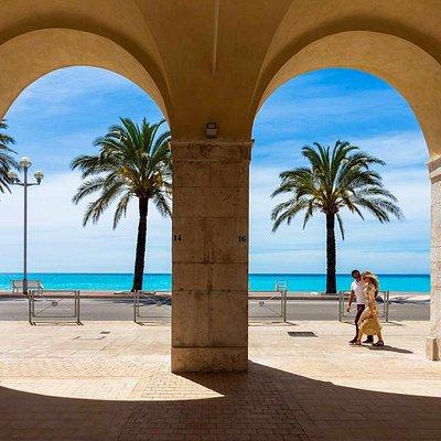 Copyright : Office de Tourisme Métropolitain Nice Côte d'Azur / J.Kelagopian  Bord de mer - Quai  des Etats-Unis