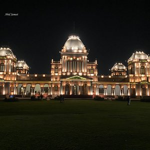 Noor Palace and front lawn