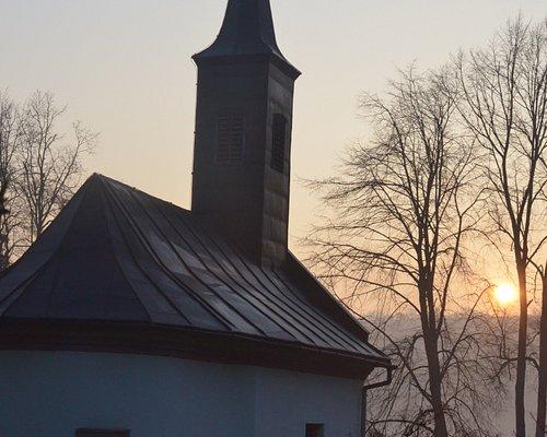 foto: Pavol Bicák - kalpnku obkolesuje najstarší cintorín