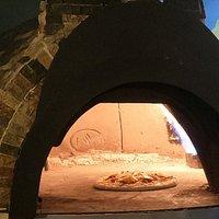 Una excelente pizza requiere de un excelente horno, visita la Pizzería Forno y prueba la variedad de exquisitas combinaciones que tenemos para ti.