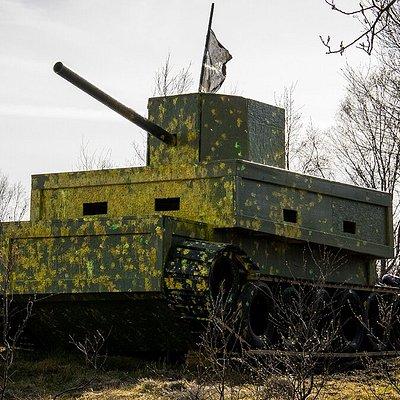På banene våre er det bygget fort, tårn, panservogner o.l som spillerne kan benytte seg av i spill.🔥