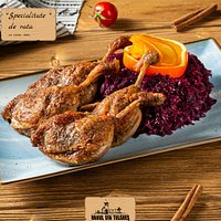 Specialitate de rata cu varza rosie  Duck leg with red cabbage