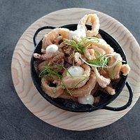 Calamares andaluza con mayonesa de lima