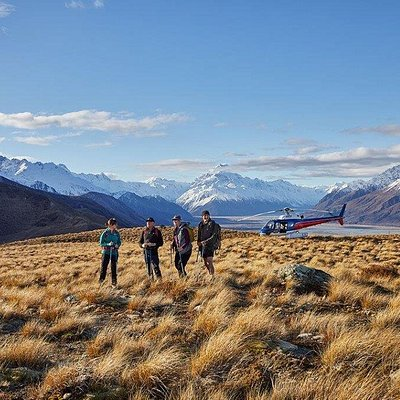 The Glentanner Park High Country Heli Hike includes stunning panoramic views of Aoraki / Mount Cook and the Southern Alps as well as Lake Pukaki.