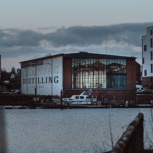 Die Hamburg Distilling Company direkt an der Bille in Hamburg Hamm.