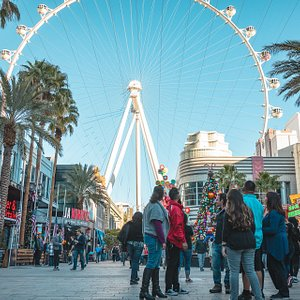 Showing travelers the High Roller ferris wheel on our Gaming Tour.