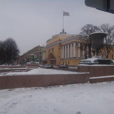 Порфировые вазы из Швеции, Пристань Петровский спуск, Адмиралтейская наб,, Санкт-Петербург. февраль