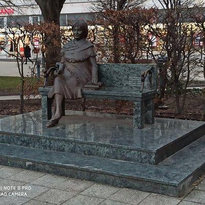 Szabó Magda szobor
