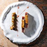 ROSSINI — Tonno tataki, foie gras, rabarbaro, uva, scalogno e moscato