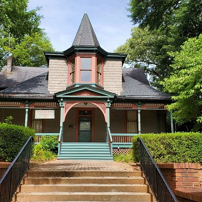 Hammonds House Museum's mission is to celebrate and share the cultural diversity and important legacy of artists of African descent.  Located in Atlanta's historic West End Neighborhood, it is near HBCU's Morehouse and Spelman, the Wren's Nest, the BeltLine Westside Trail, and numerous religious institutions including the Shrine of the Black Madonna.