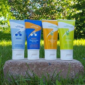 Medevi 100% ekologiska salvor för torra, trötta vandrarfötter eller nariga händer.